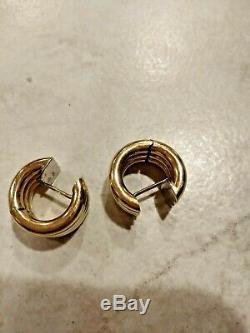 ROBERT COIN SCALLOPPED TWO-TONE HUGGIE EARRINGS 18 k 10.3 GRAM